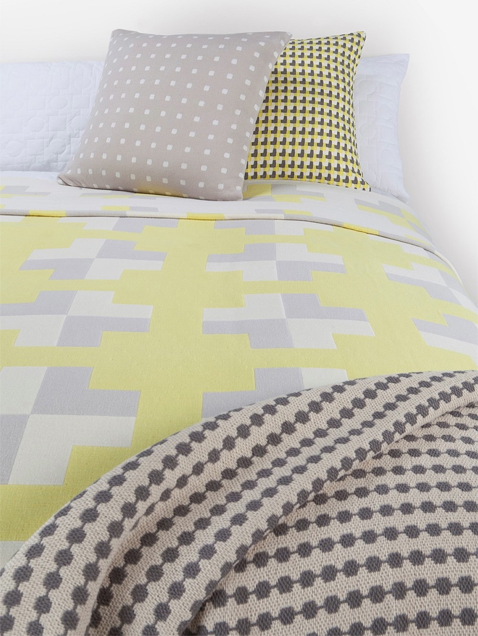 Soft Yellow Bedding - Lifting Beige Decor