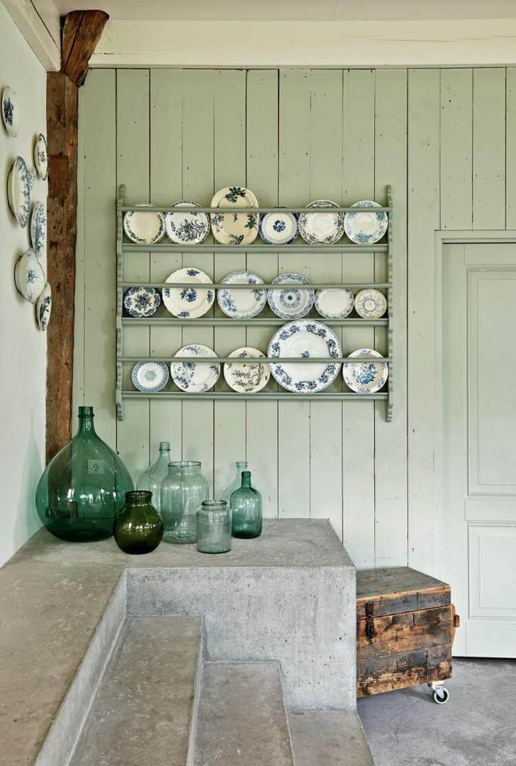 Country Kitchen Design - Plates on Display