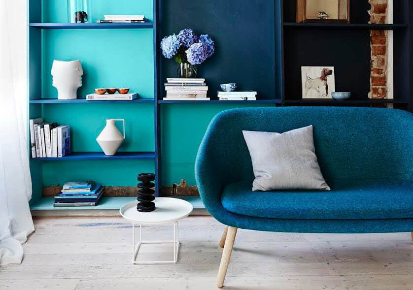Blue living room ideas - blue sofa and shelf