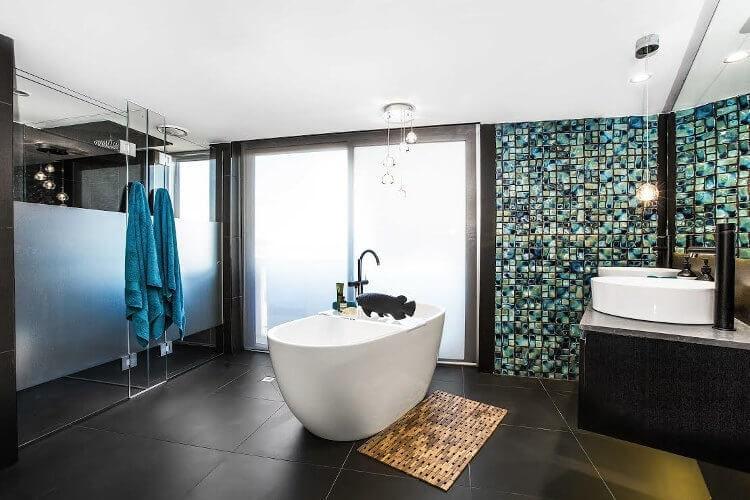 The Blocktagon Bathroom Reveals Suzi and Vonni Bathroom 2