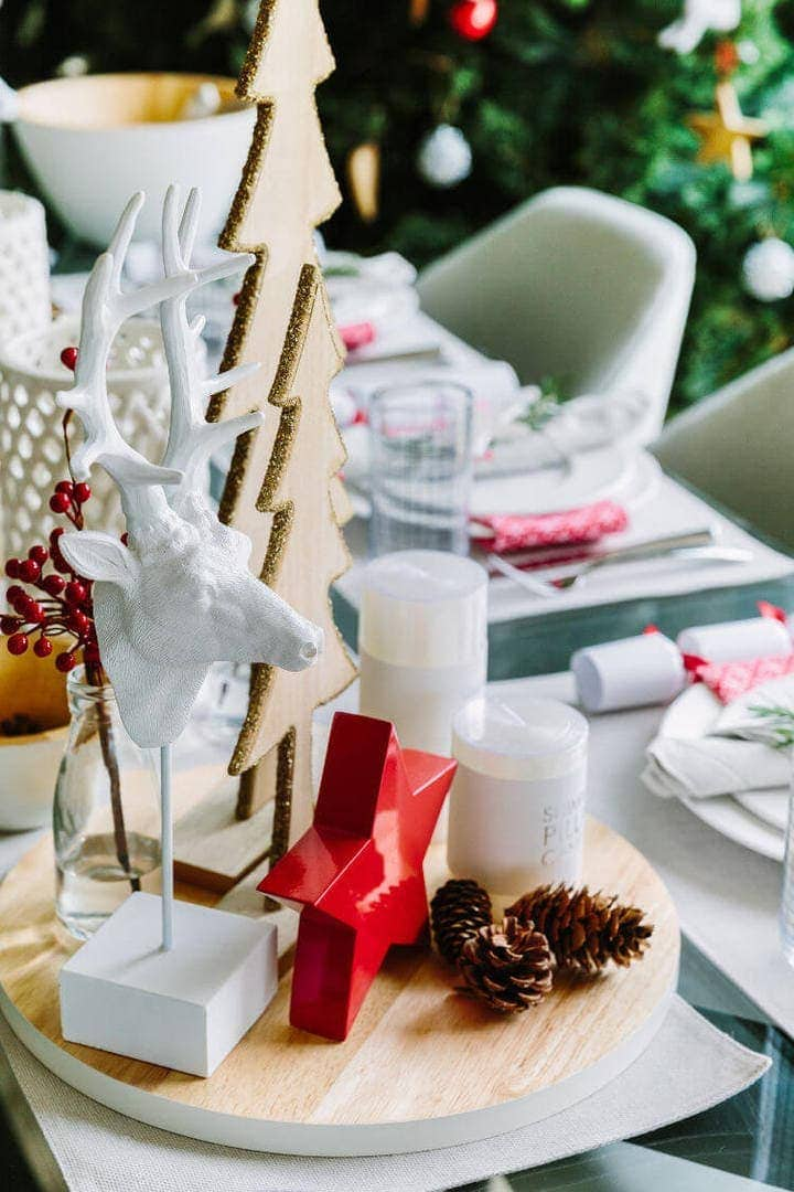 Red and White Christmas Table Stylingh Cheats on The Life Creative