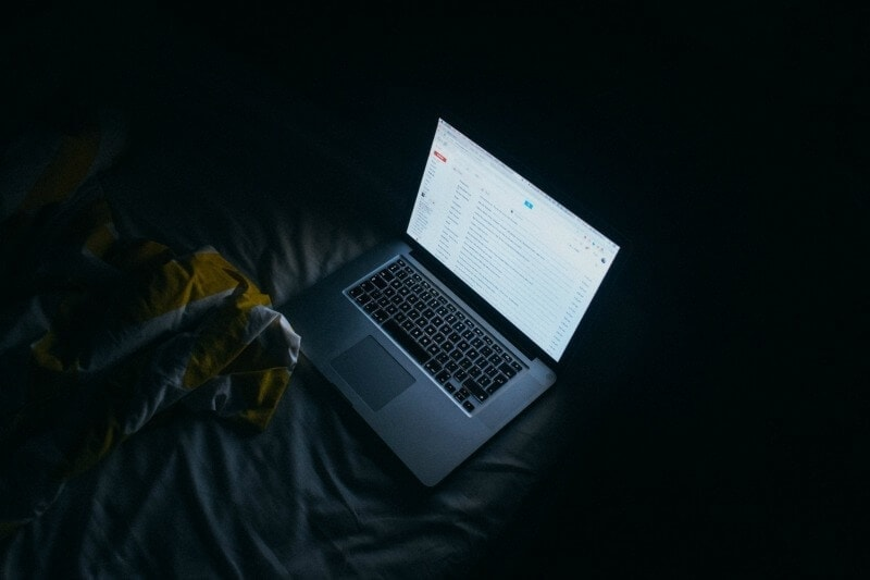 Beating Sleep Deprivation by Switching off Laptops