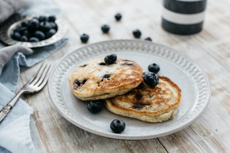 hit 100 diabetes approved meals pancakes and blueberries