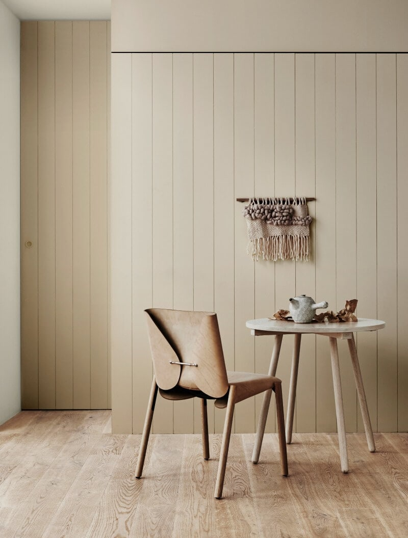 beige-dining-room-with-vertical-timber-cladding