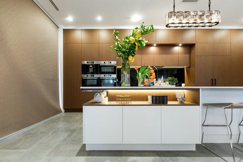 the-block-2016-dan-and-carleen-kitchen-with-large-pendant