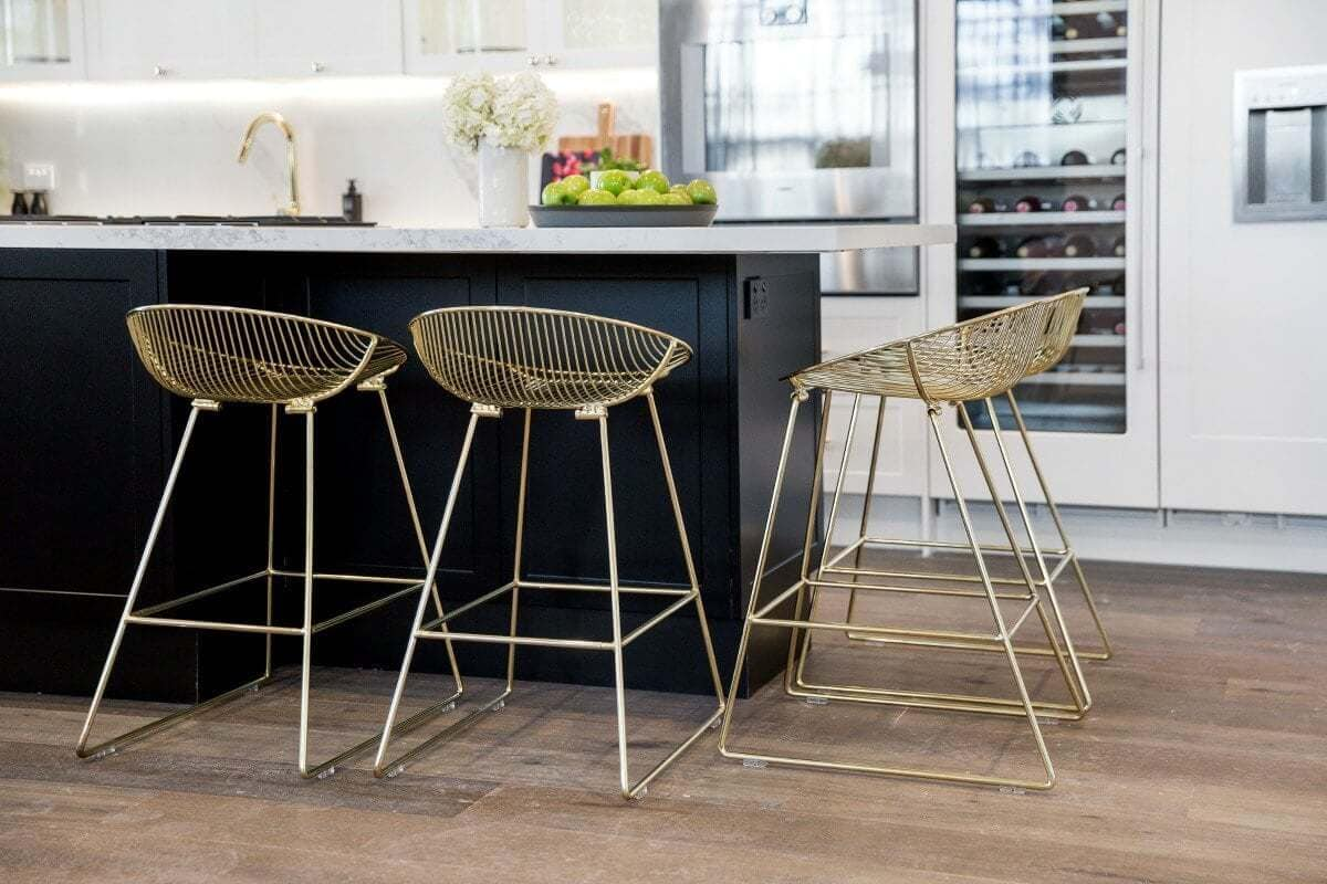 the-block-2016-julia-and-sasha-kitchen-with-gold-stools-and-marble-benchtop