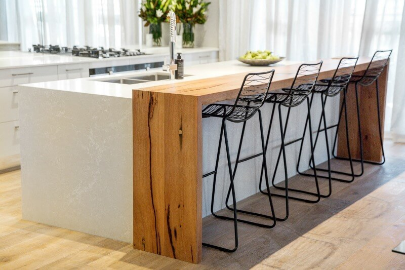 the-block-2016-kim-and-chris-kitchen-bench-with-black-stools