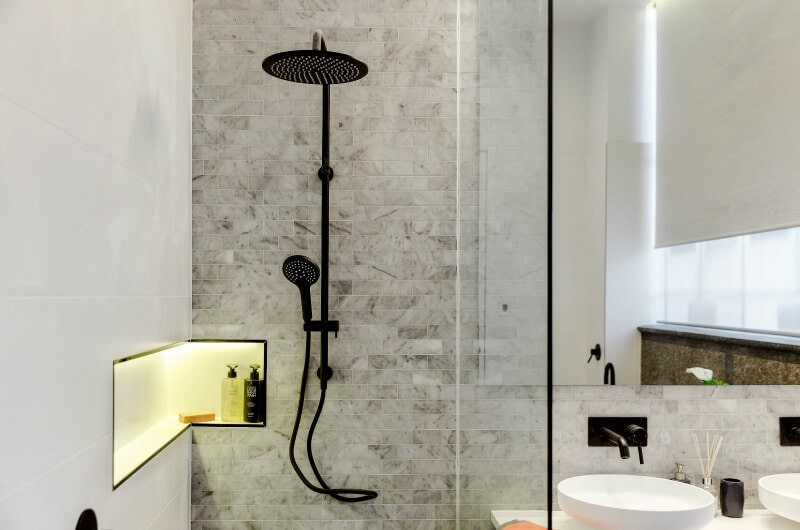 the-block-2016-andy-and-ben-challenge-apartment-bathroom-black-showerhead-and-marble-tiles