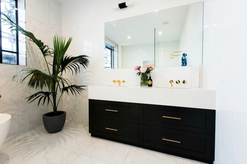 the-block-2016-julia-and-sasha-ensuite-black-bathroom-cabinets-with-gold-handles