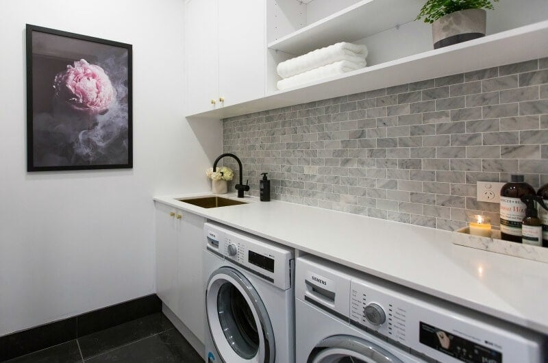 the-block-2016-julia-and-sasha-laundry-with-marble-tiles