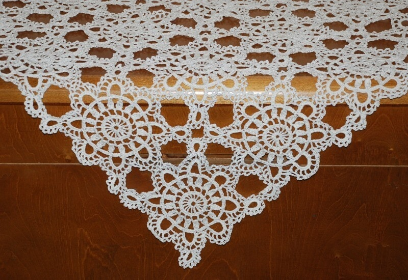 ugly decor white doily tablecloth on brown table