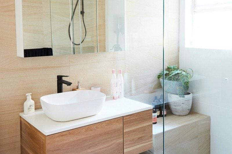 House Rules 2017 andrew and jono bathroom