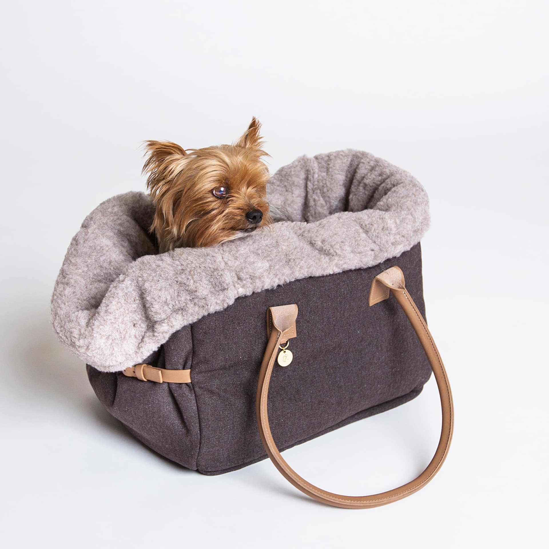 cloud 7 dog carrier with tan leather handles