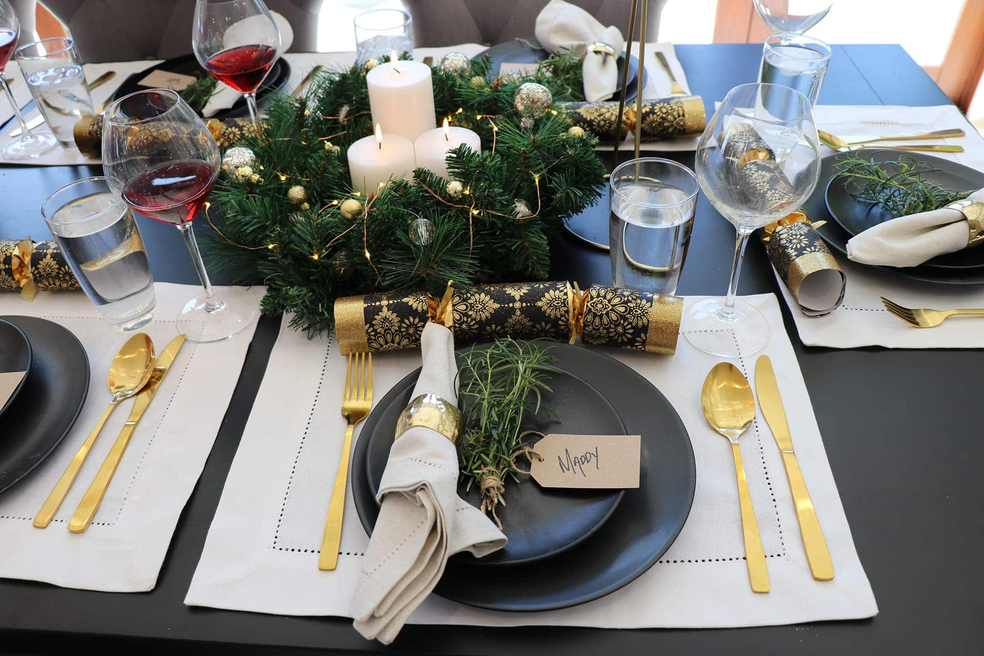 cheap christmas table setting ideas in black and gold christmas table styling ideas from metricon