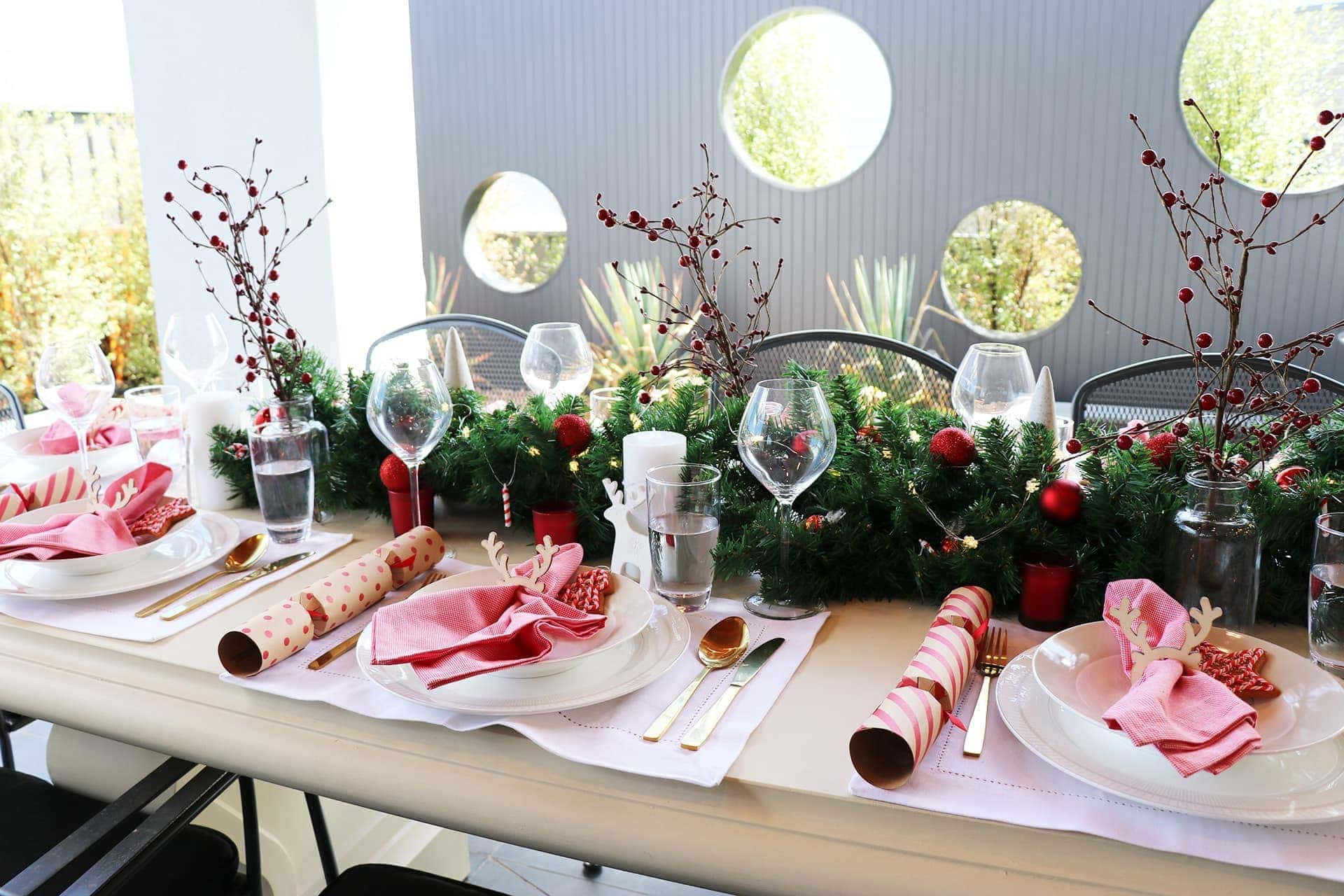 red and white christmas table styling ideas on a budget