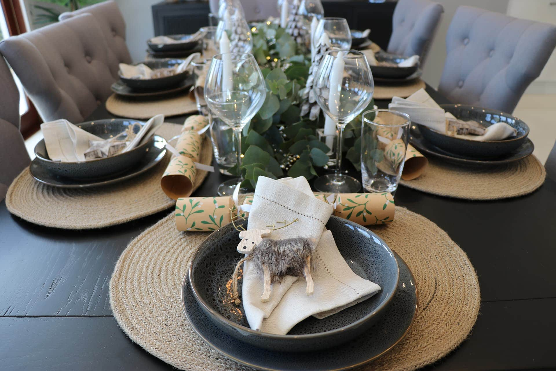 rustic earthy christmas table setting with hessian placemat