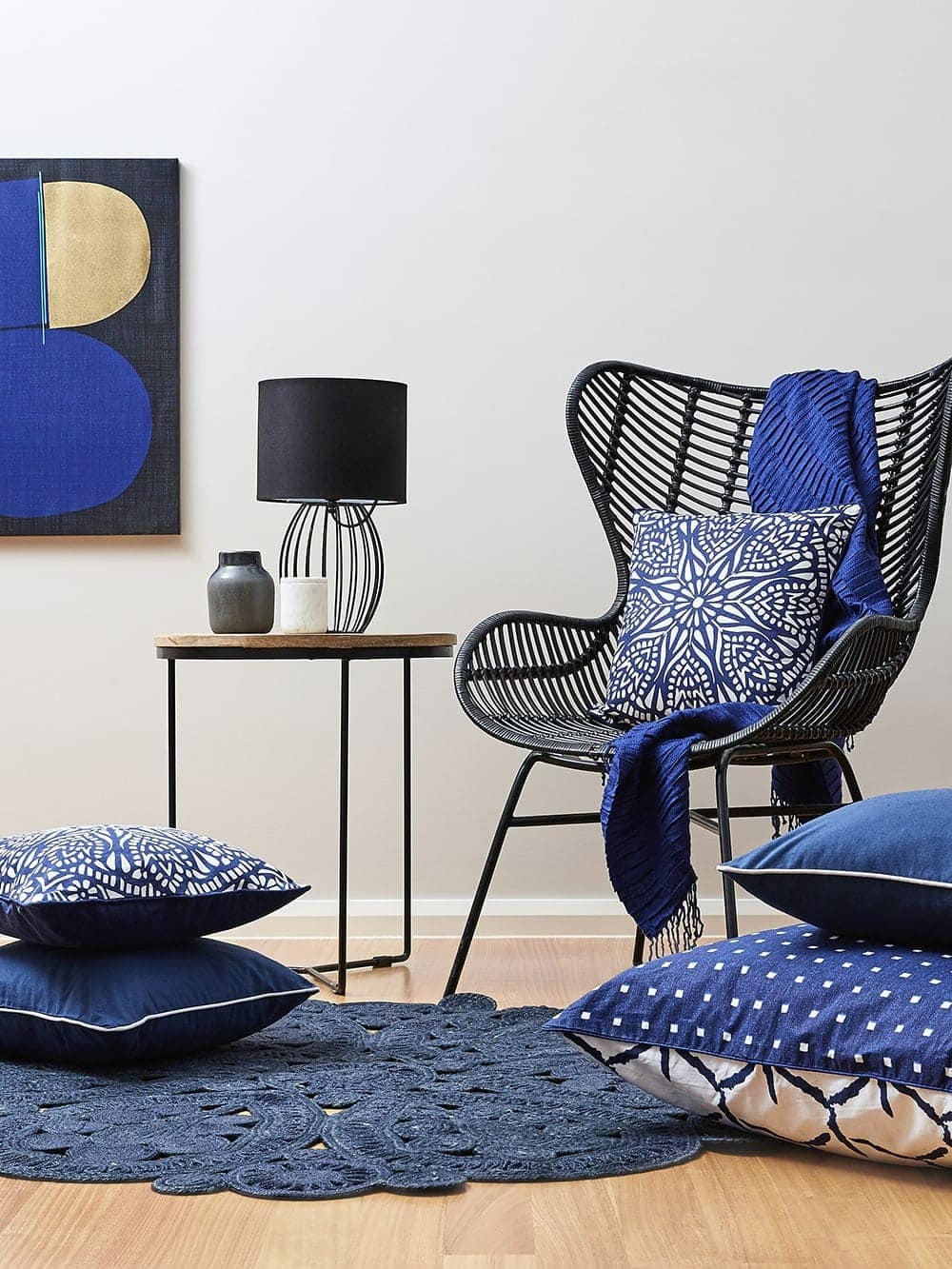 how to mix pattern interior design black and blue decor ideas for living room