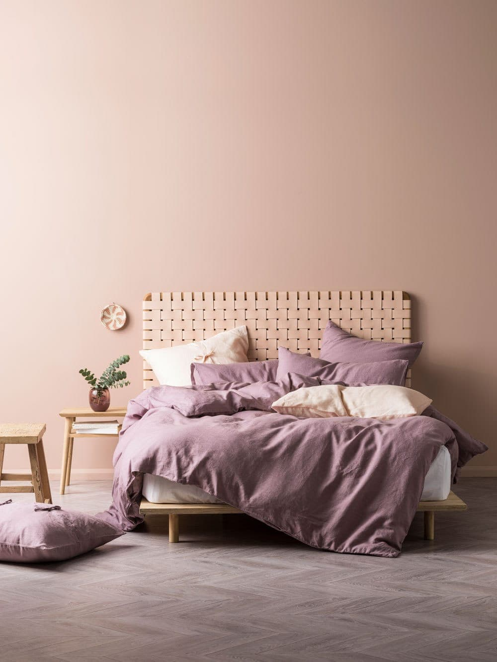 8 of the best calming bedroom colour schemes you need to try for Dusty pink wall