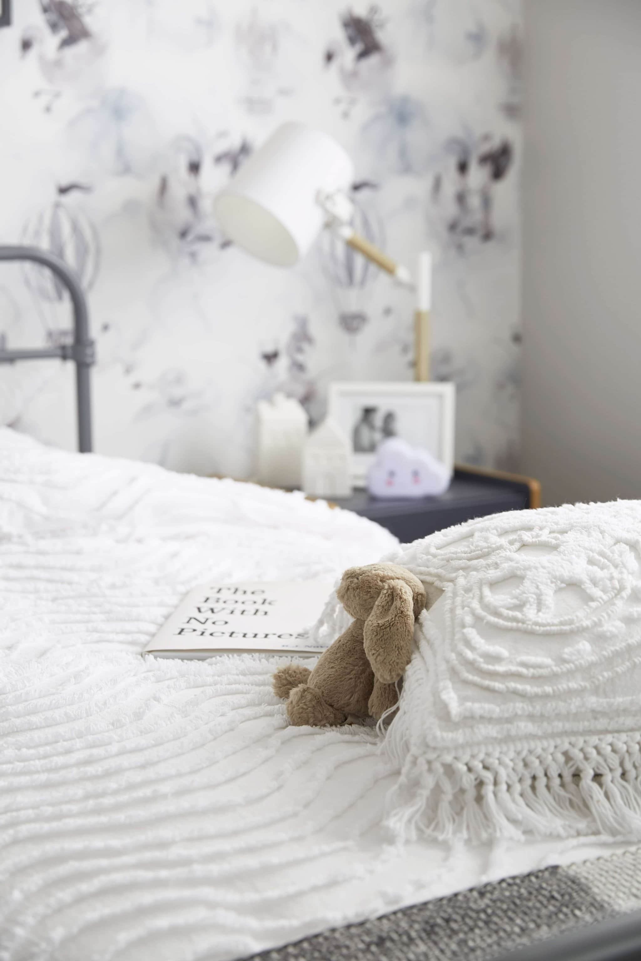white kids textured bedding with mrs mighetto wallpaper