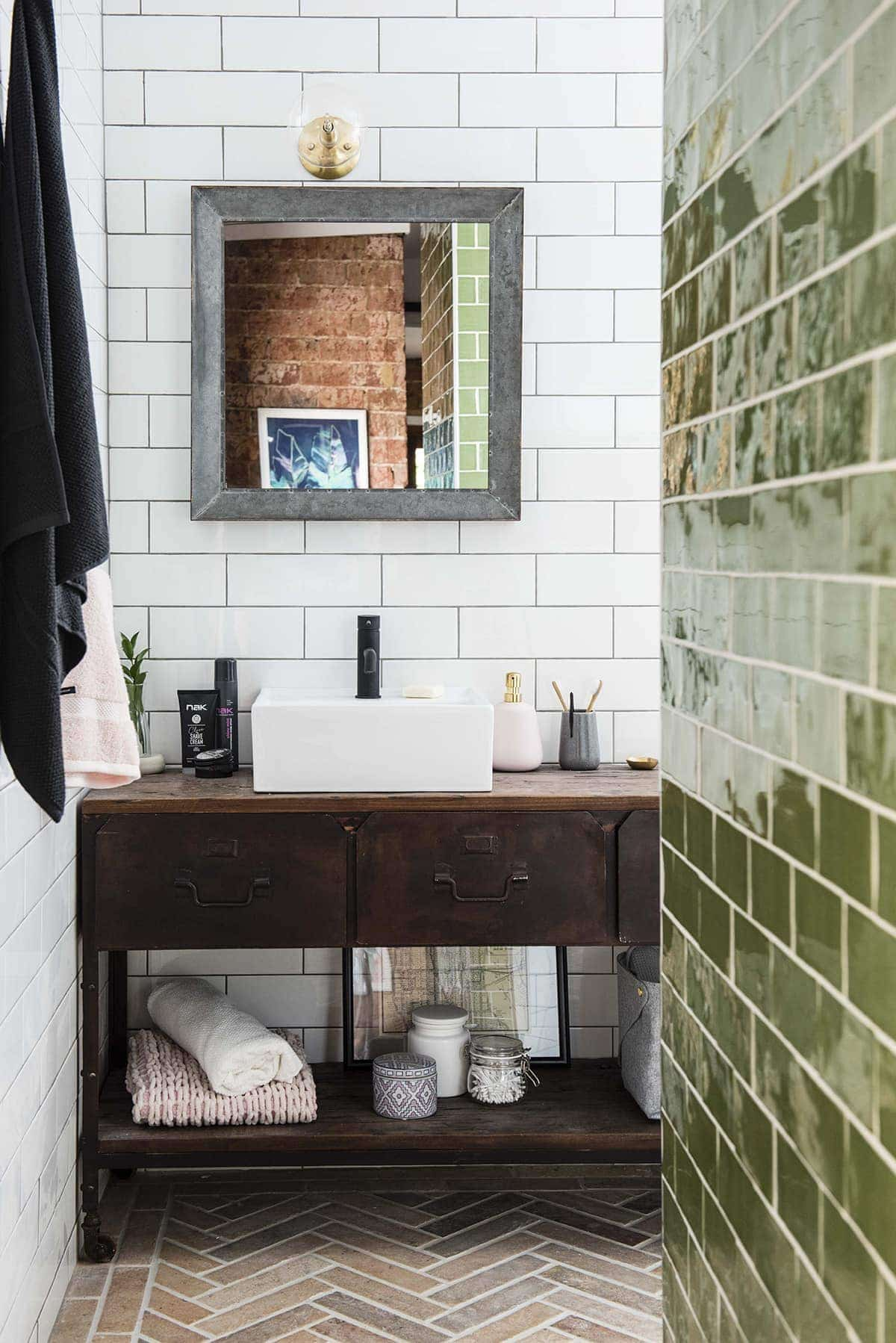 House Rules 2018 Jess and Jared ensuite with green and white wall tiles