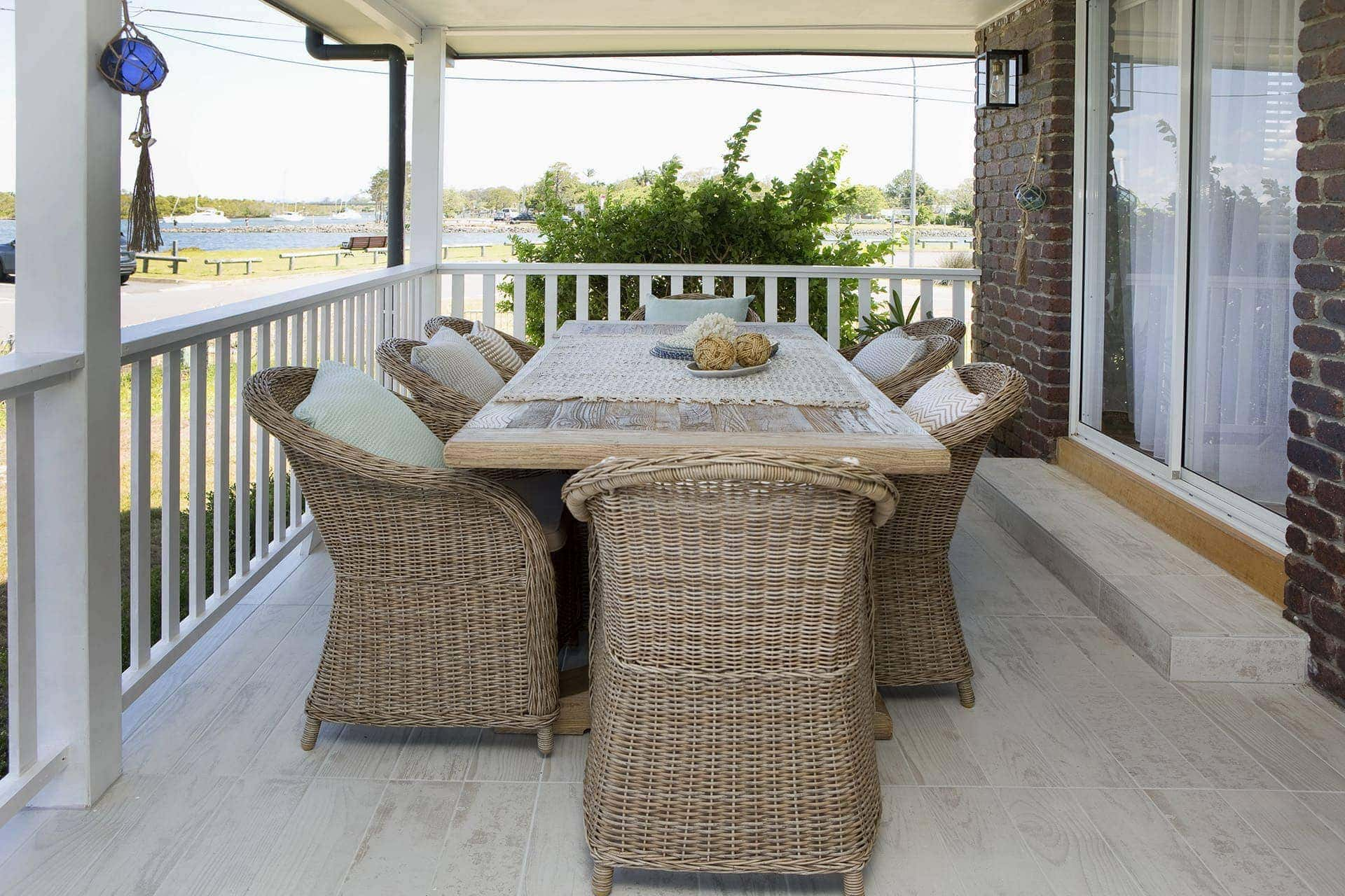 house rules 2018 mel and dave reveal bonus room outdoor area with hamptons table and chairs