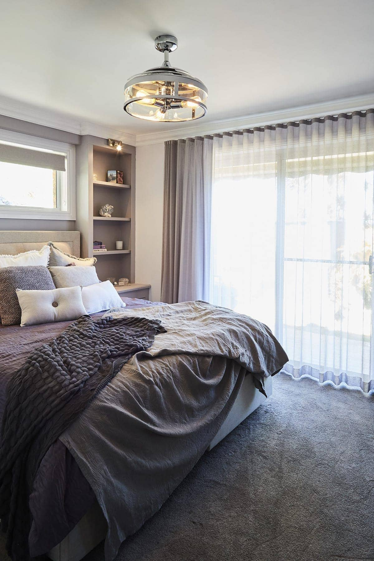 house rules 2018 kim and michelle violet bedroom with grey carpet