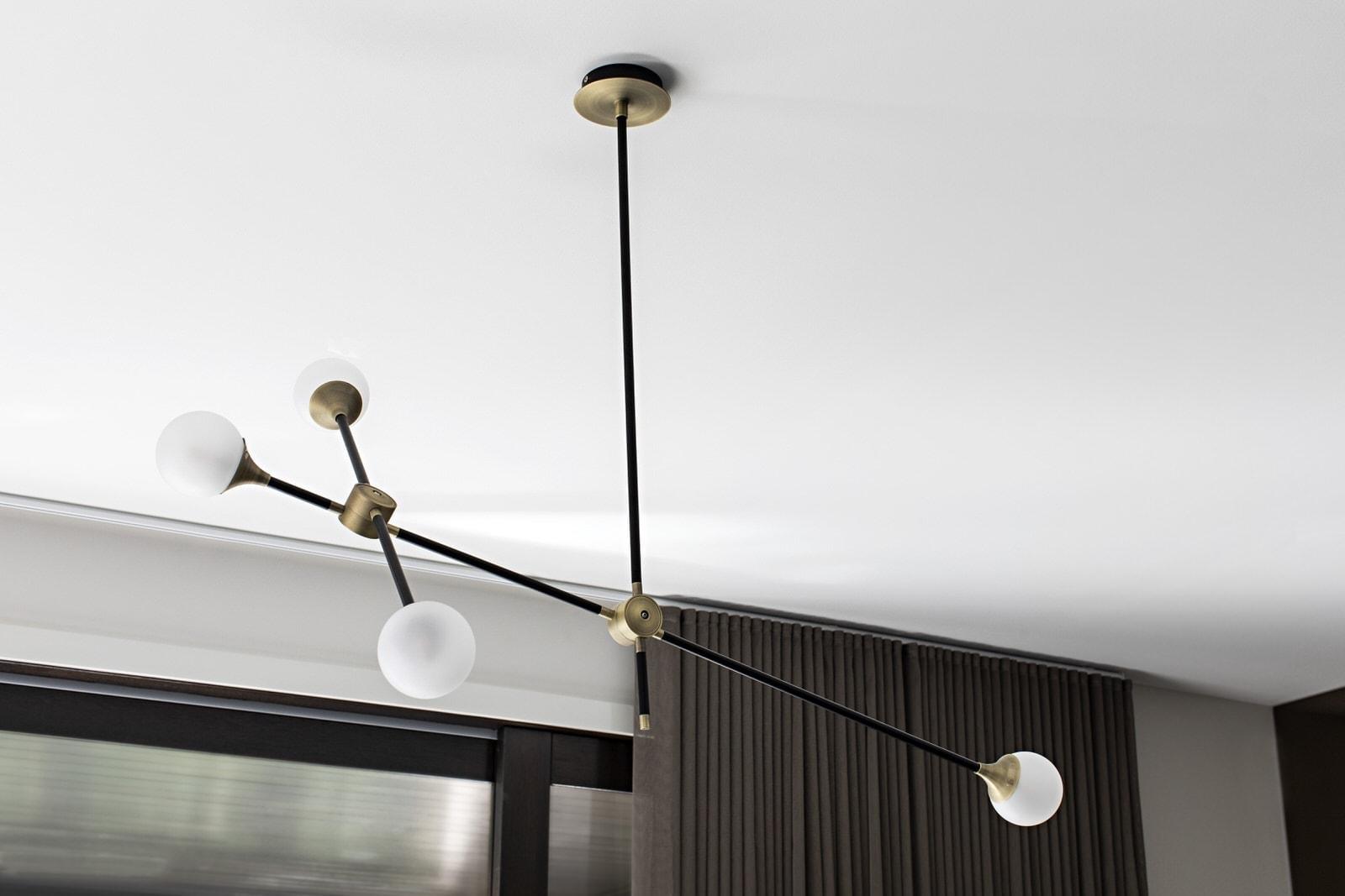feature pendant light in kitchen