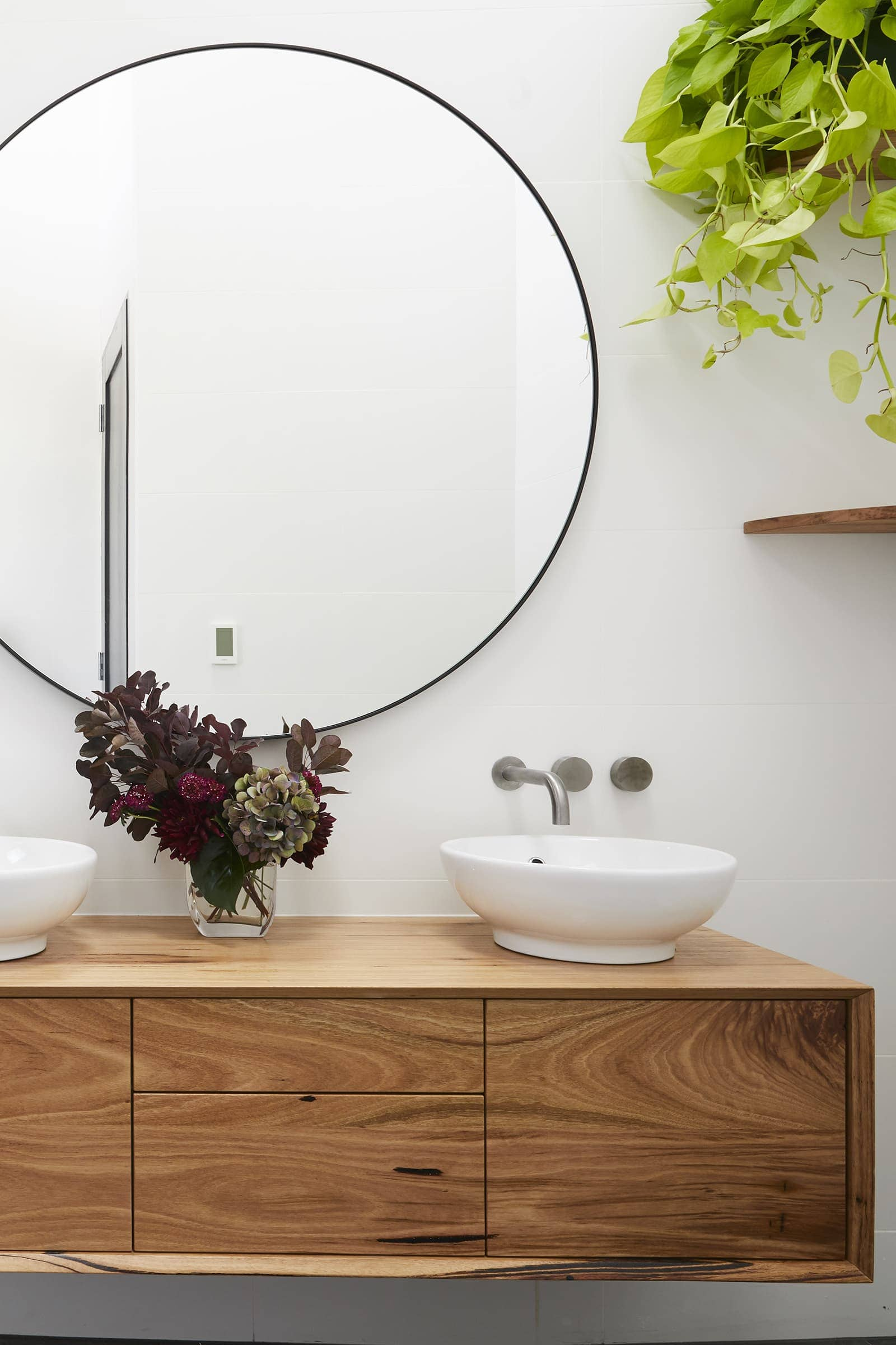 10 Of The Best Large Round Mirrors For All Rooms Tlc Interiors