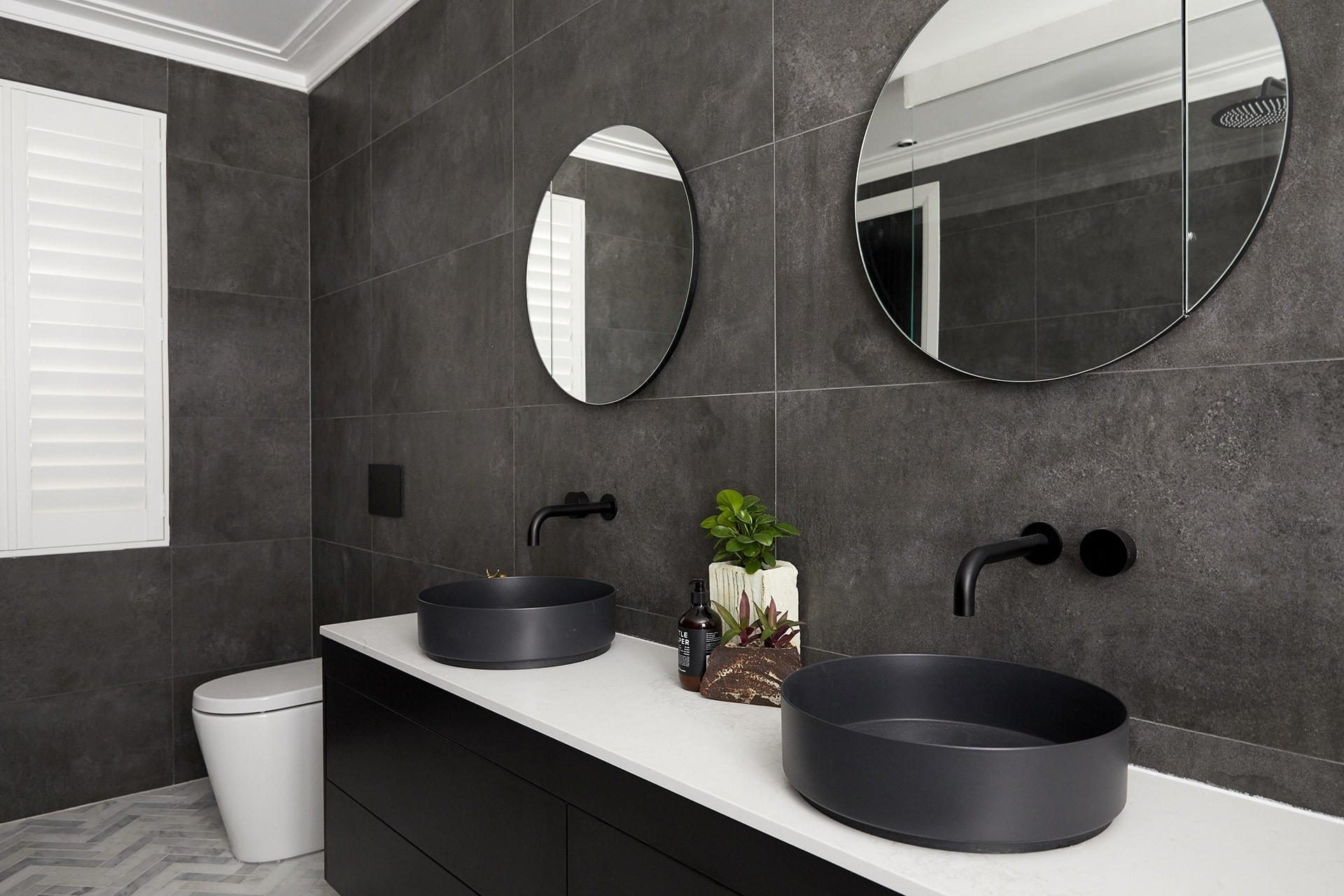 the block 2018 ensuites hayden and sara dark bathroom with round mirror
