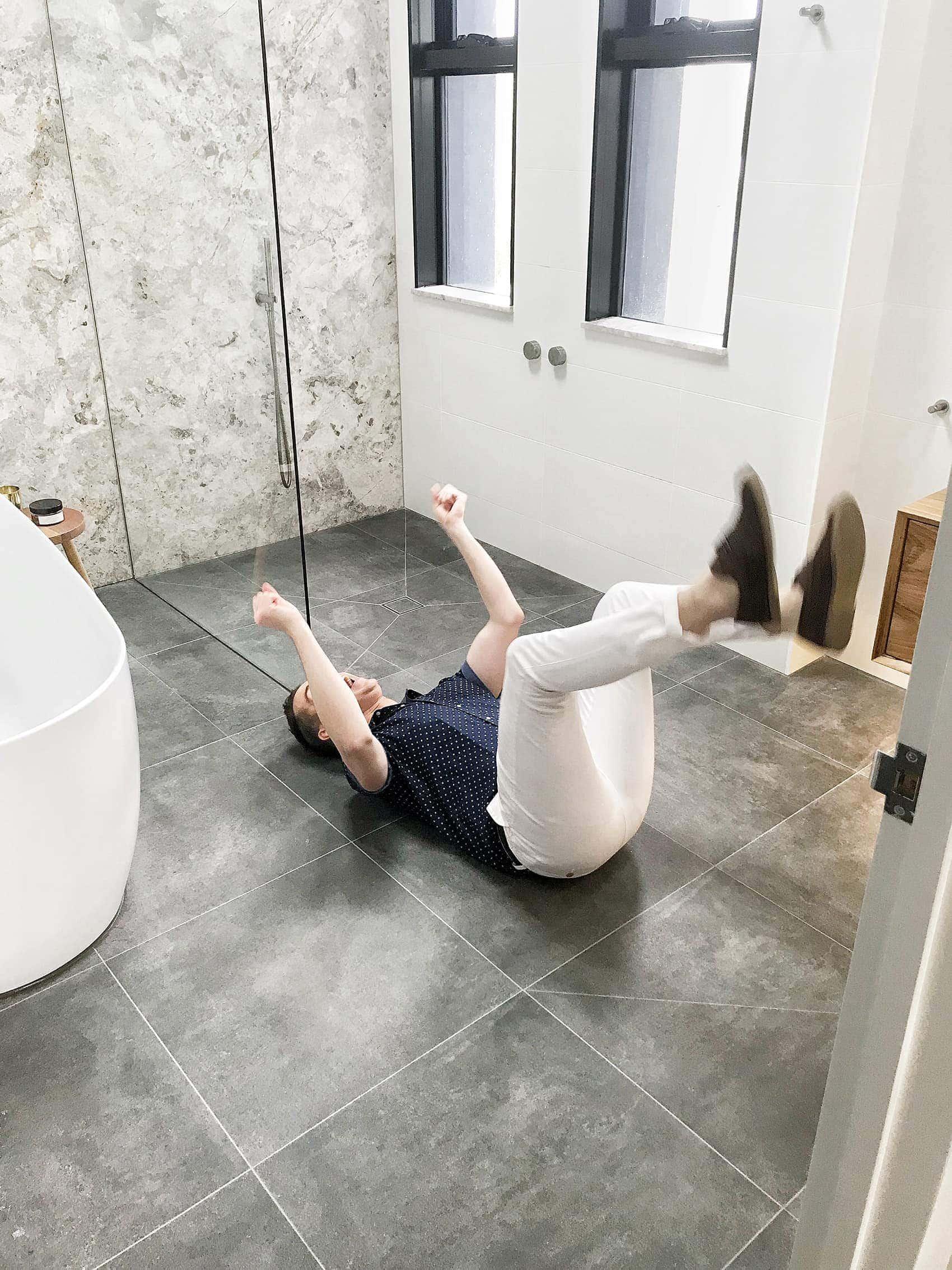 chris carroll in the block apartments 2018 bianca and carla bathroom