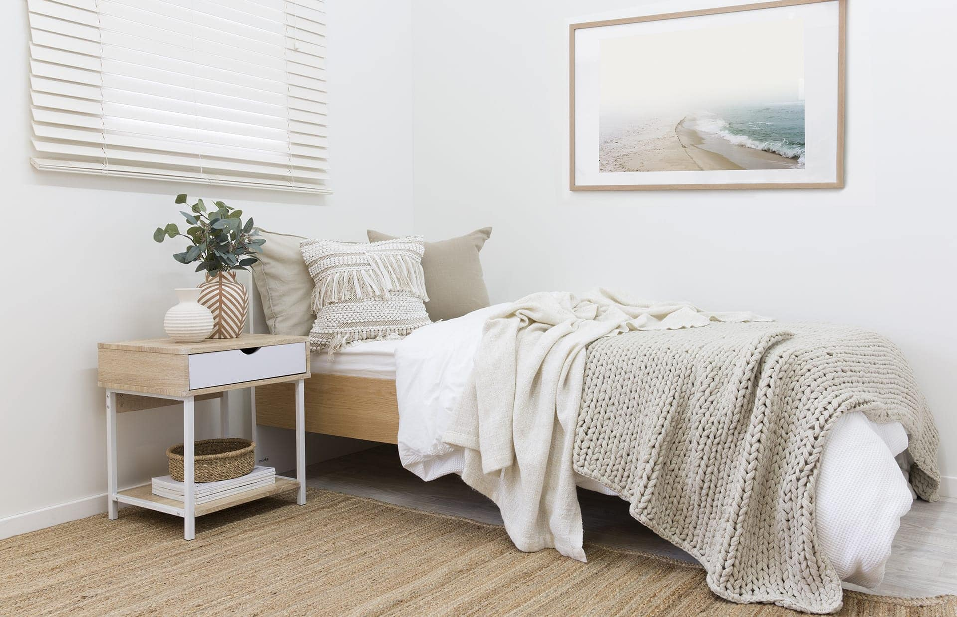 9 Absolute Must Haves When Decorating A Guest Bedroom