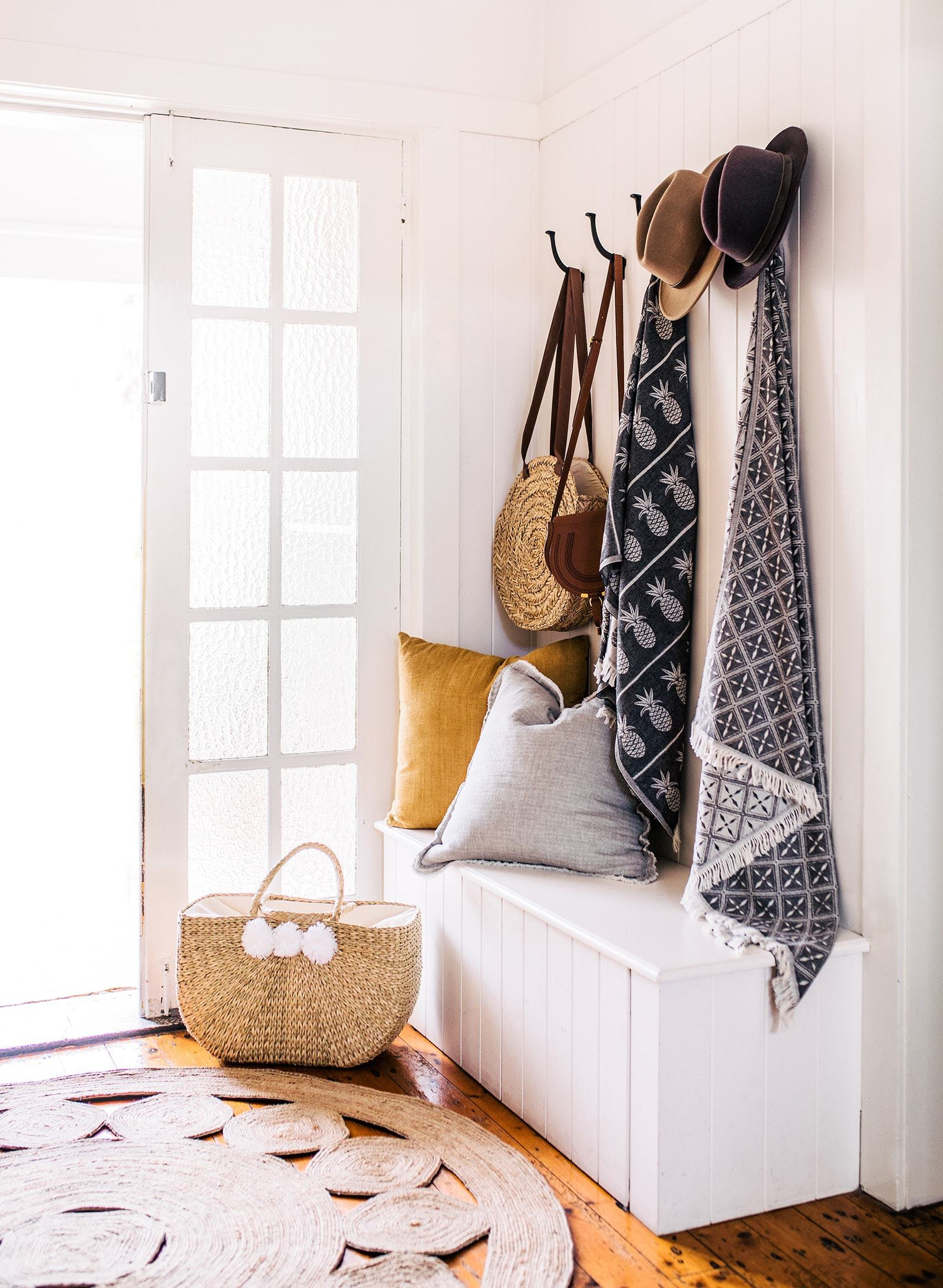 Decorating A Small Entryway 4 Ways To Do It Tlc Interiors