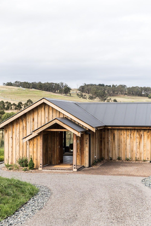 bendooley estate accomdation in nsw wine region exterior of wood cabin