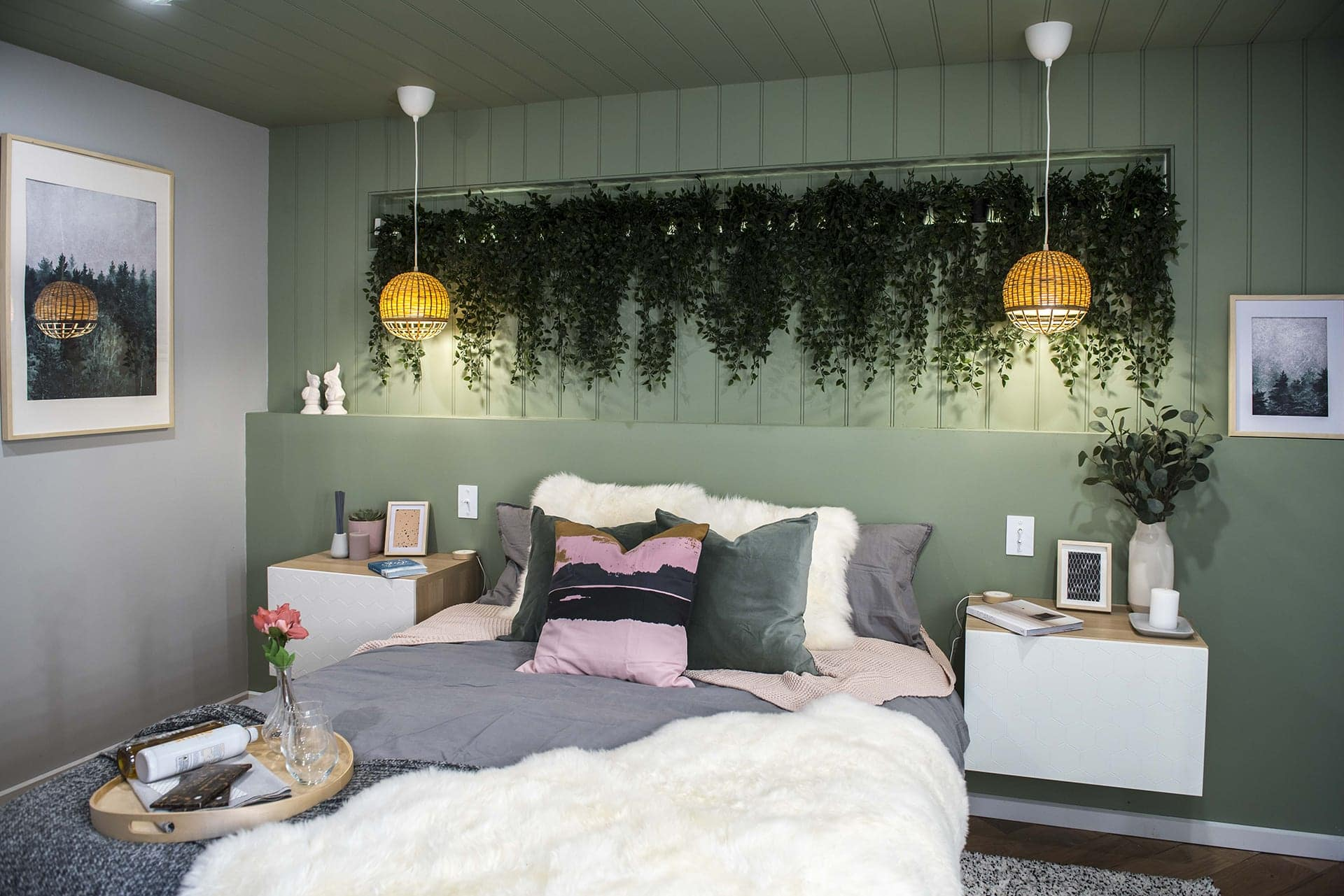 house rules 2019 lisa and andy bedroom with green walls and indoor plant wall