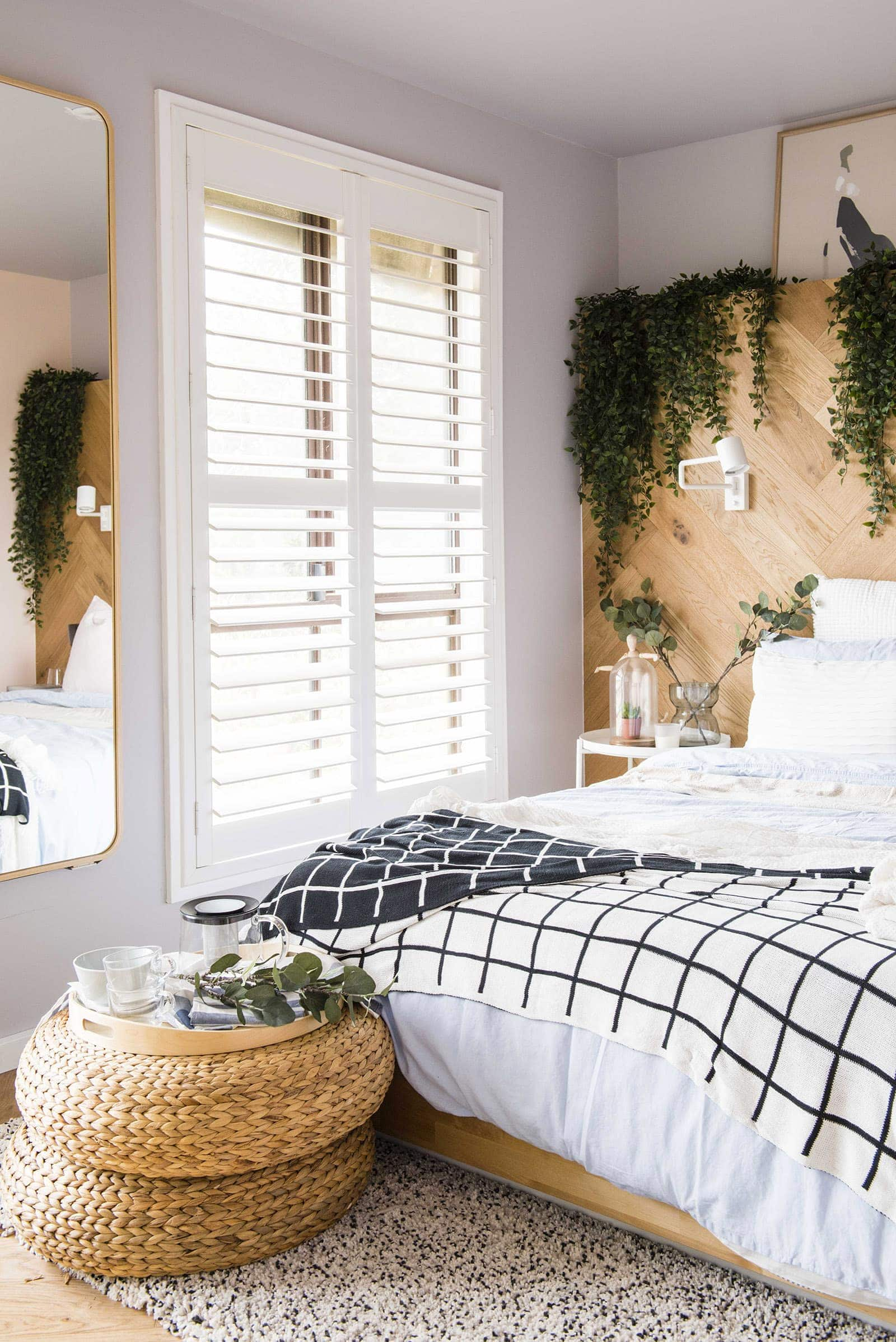 house rules 2019 lisa and andy bedroom with timber feature wall behind bed