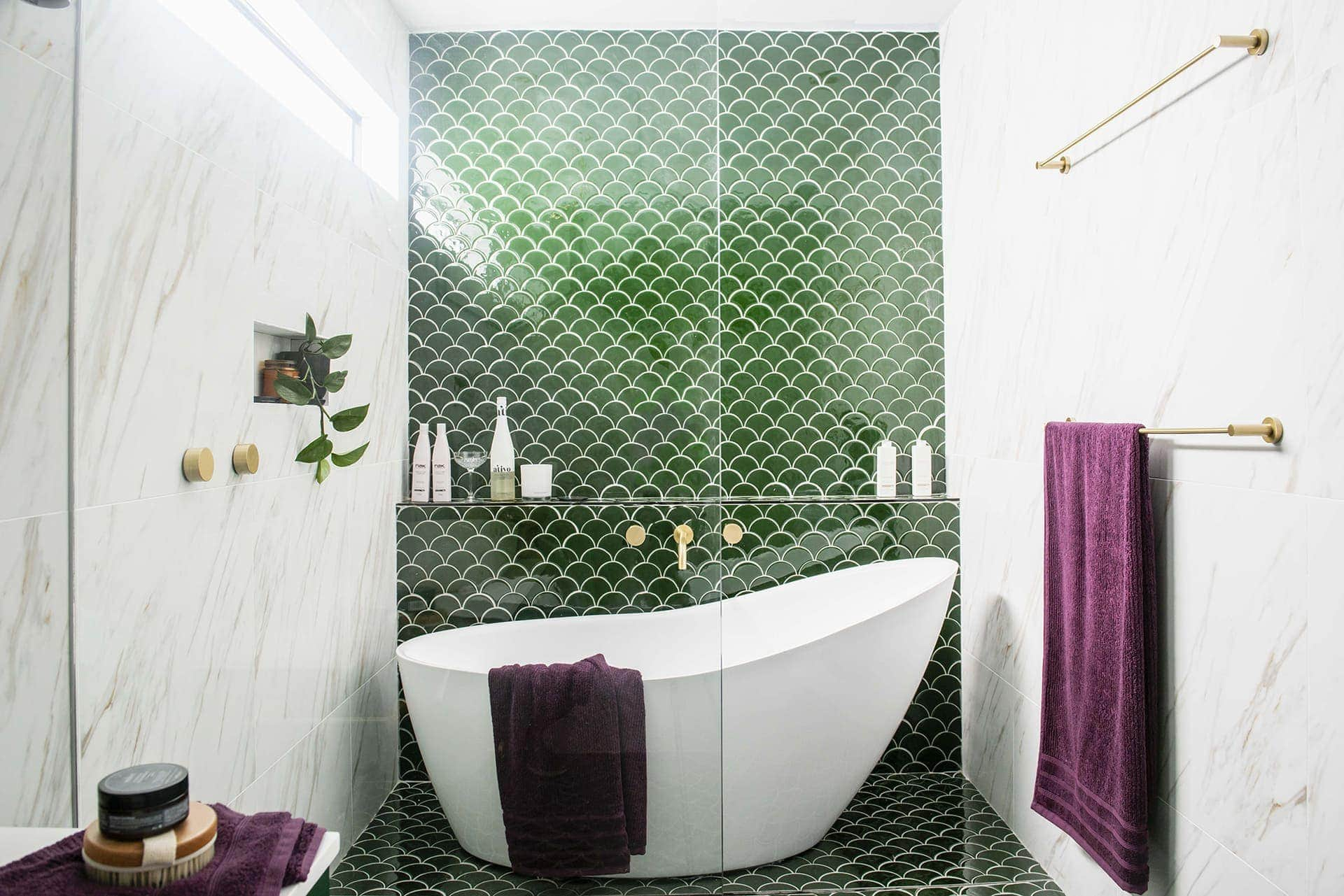 house rules 2019 pete and courtney bathroom with green feature tiles in shower and gold tapware