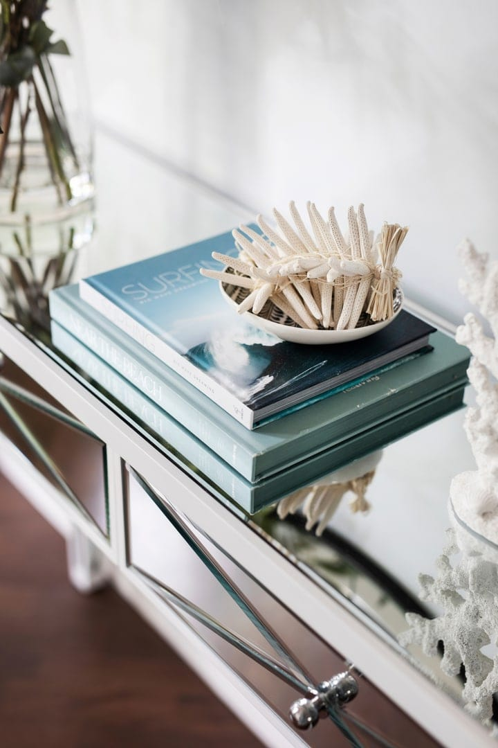 coastal-styling-vignette-on-mirror-console-table-classic-hamptons-interior-design