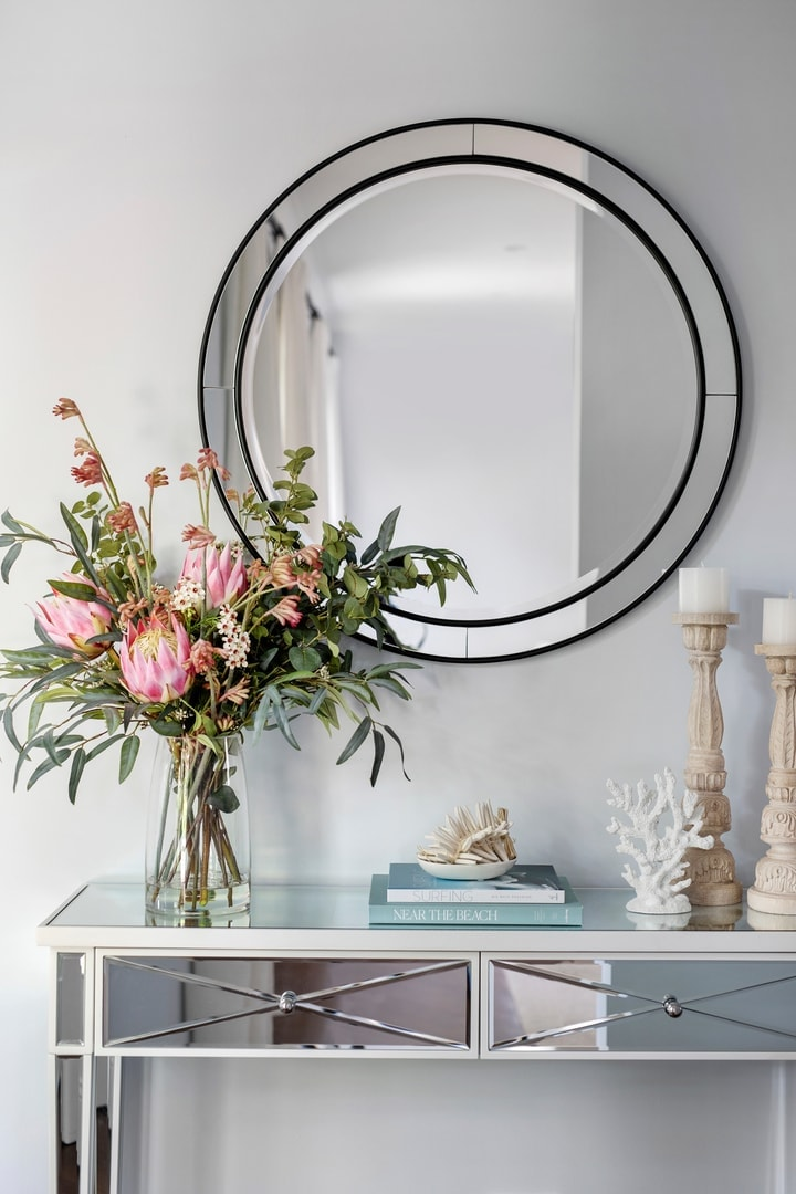 hamptons-mirror-console-table-in-entryway-with-round-black-mirror-and-coastal-styling
