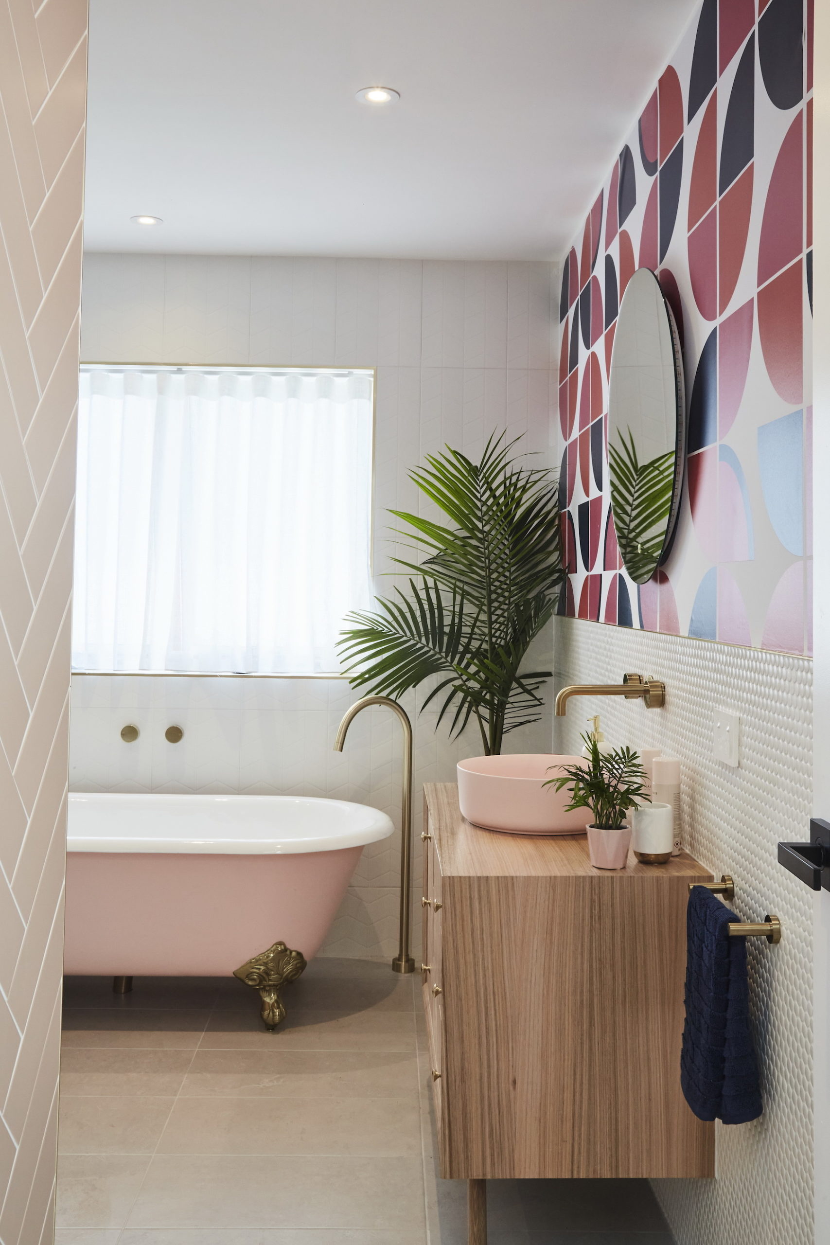 house rules 2020 kimmy and rhi bathroom with pink freestanding bath tub