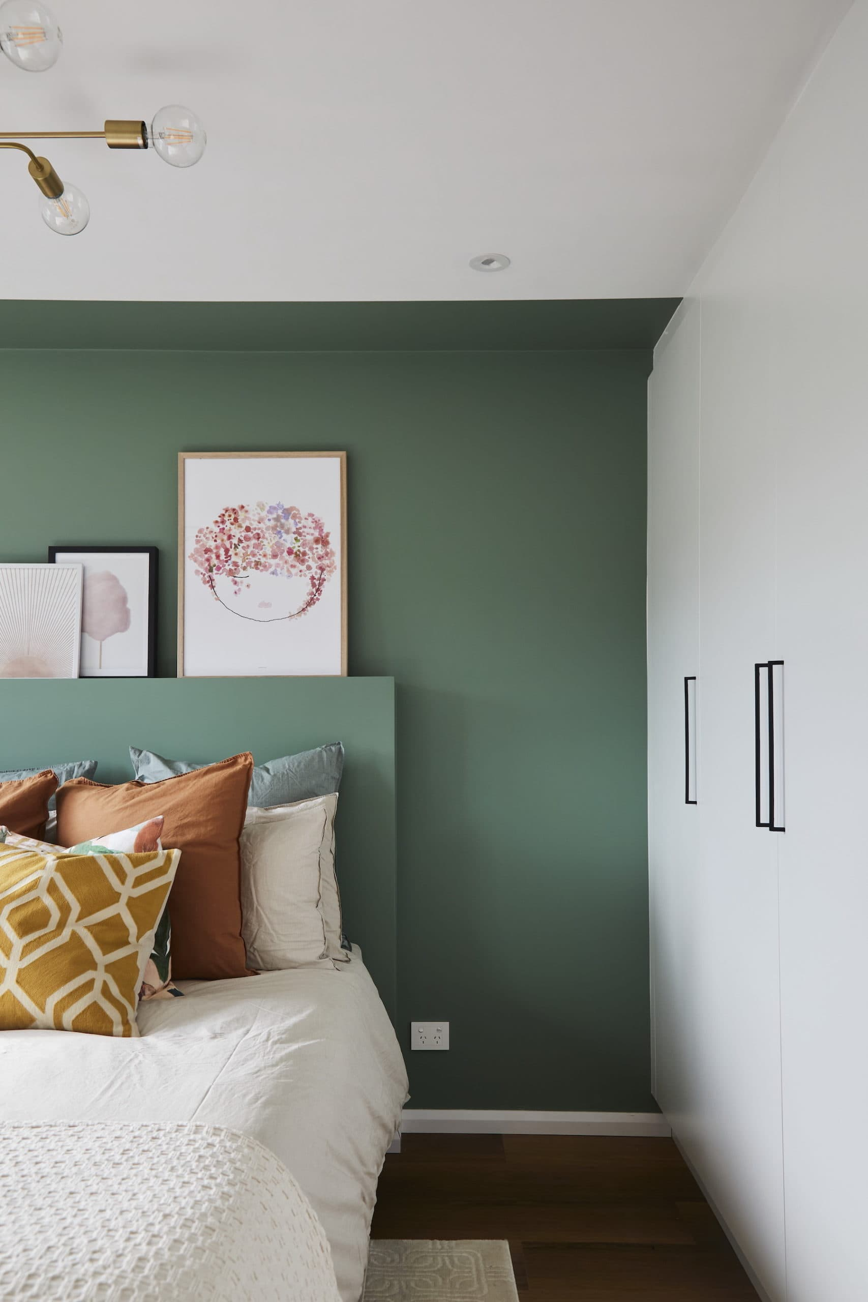 house rules 2020 kimmy and rhi green bedroom wall ideas white bedding