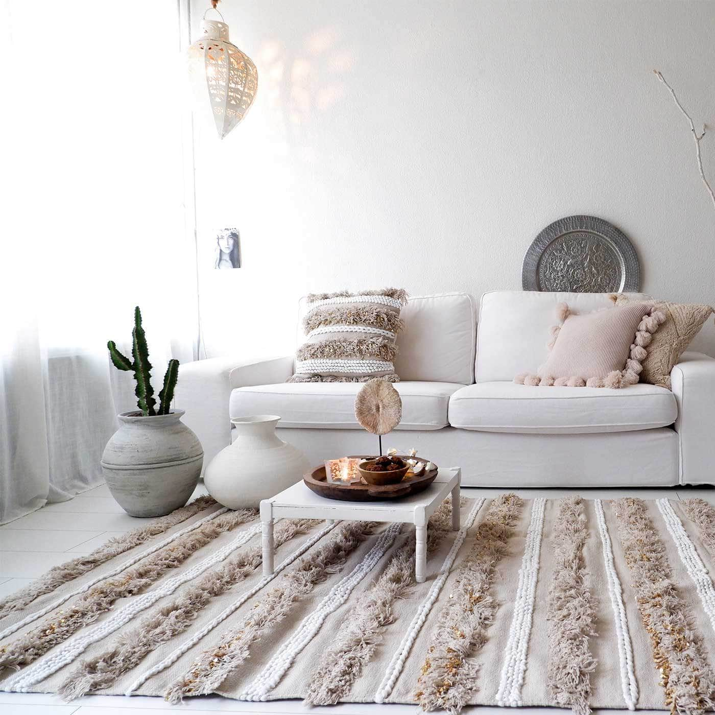 seeya collection bohemian rug with textured stripes in white and beige bohemian living room