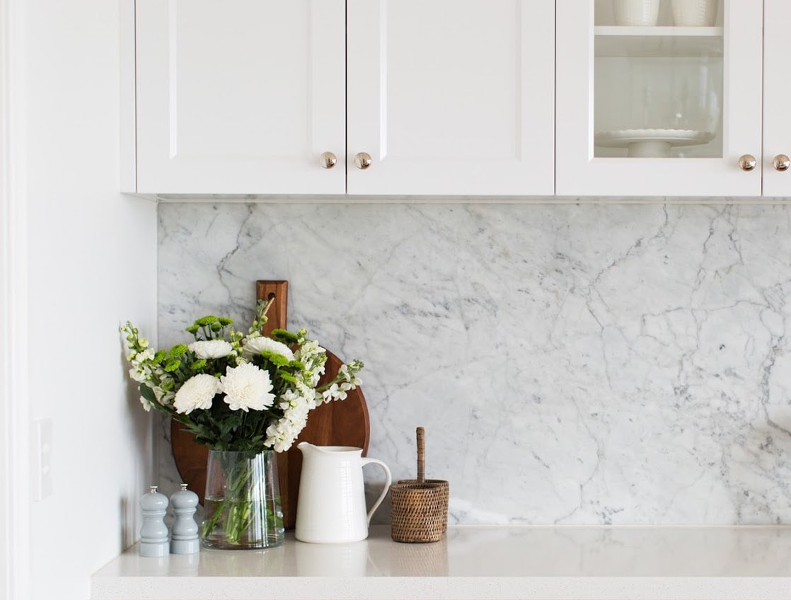 kitchen styling ideas marble splashback with flowers in vignette