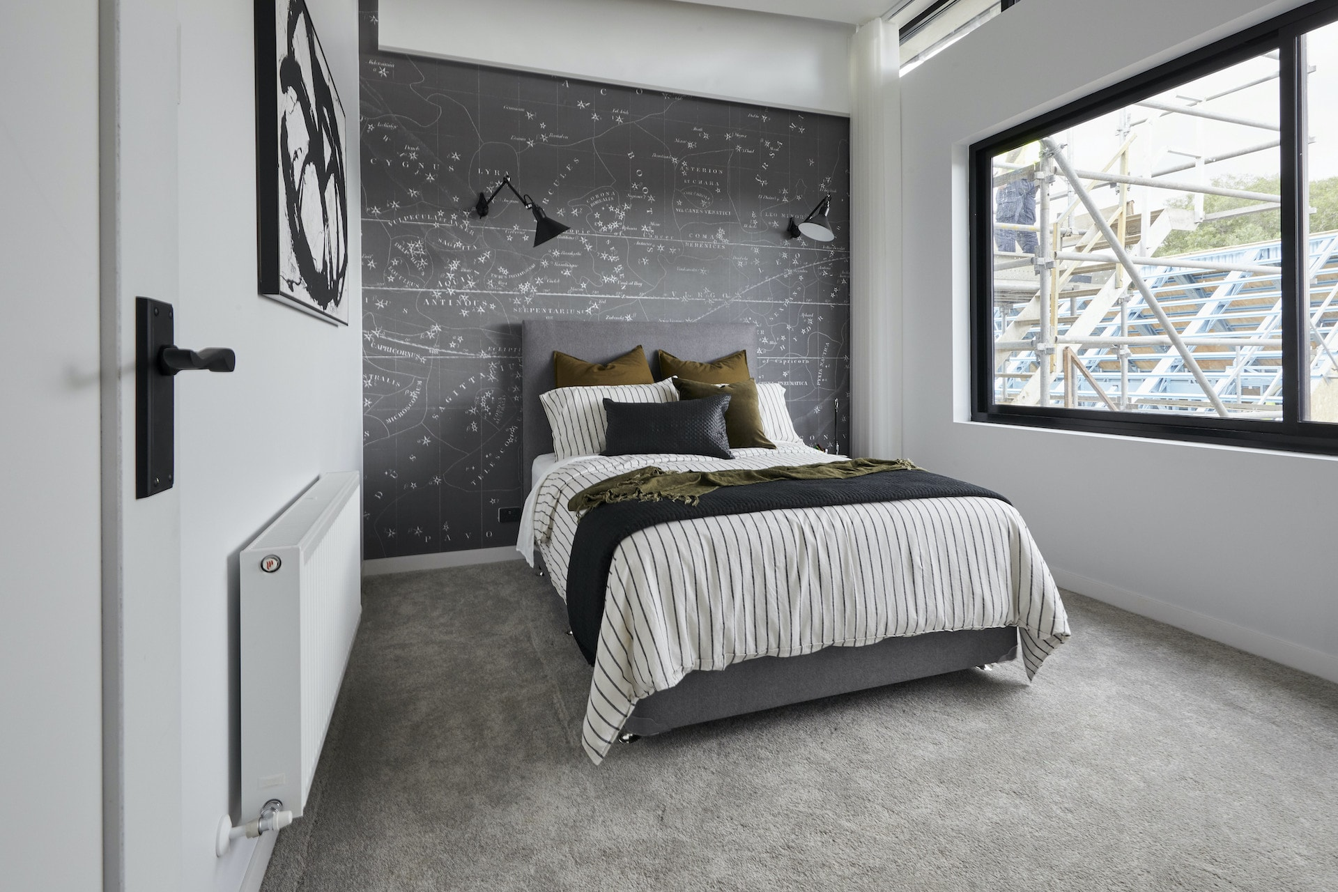 the block 2020 daniel and jade upstairs boys bedroom with grey wallpaper