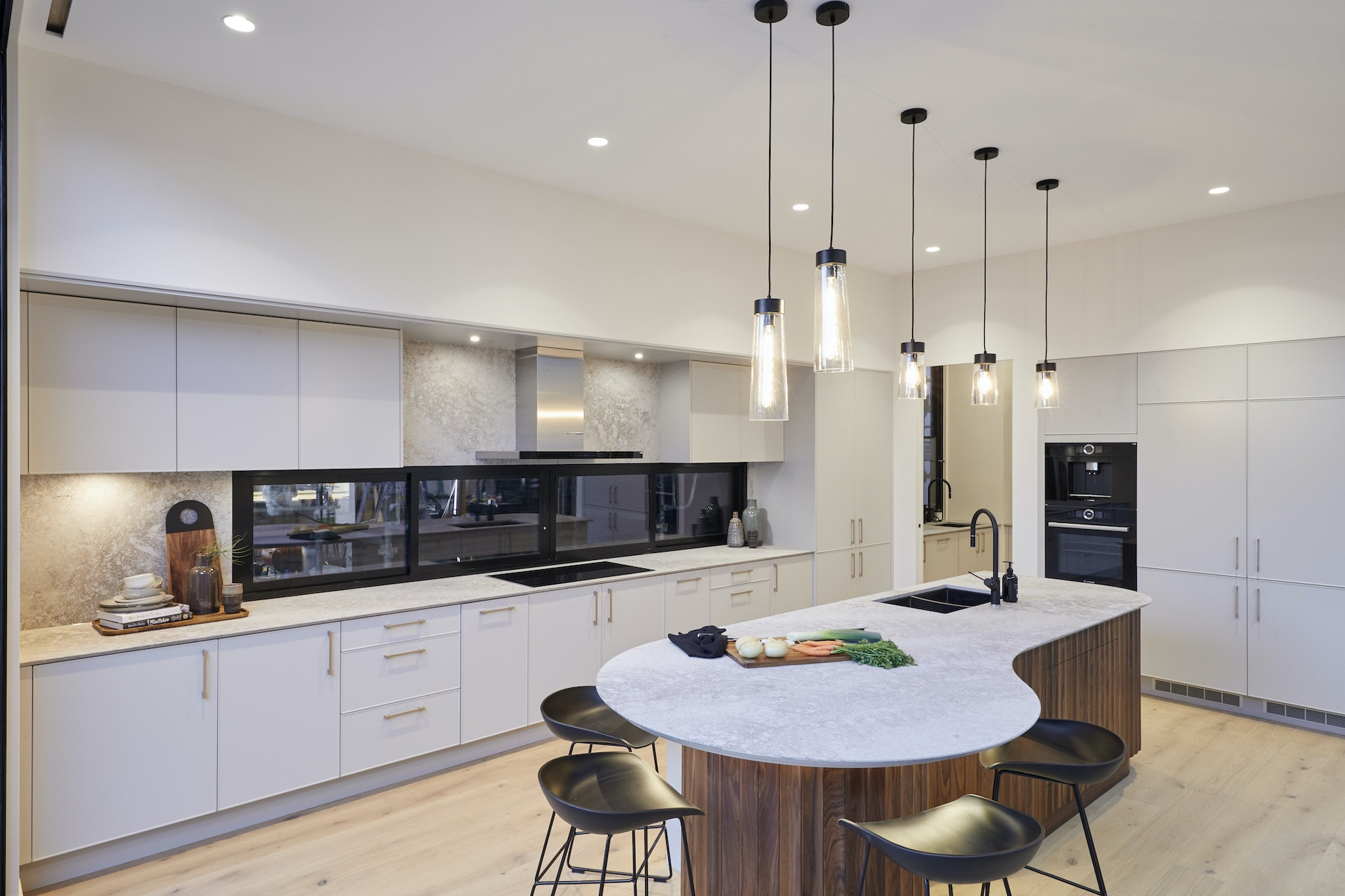 the block 2020 Daniel and Jade Kitchen with curved kitchen island