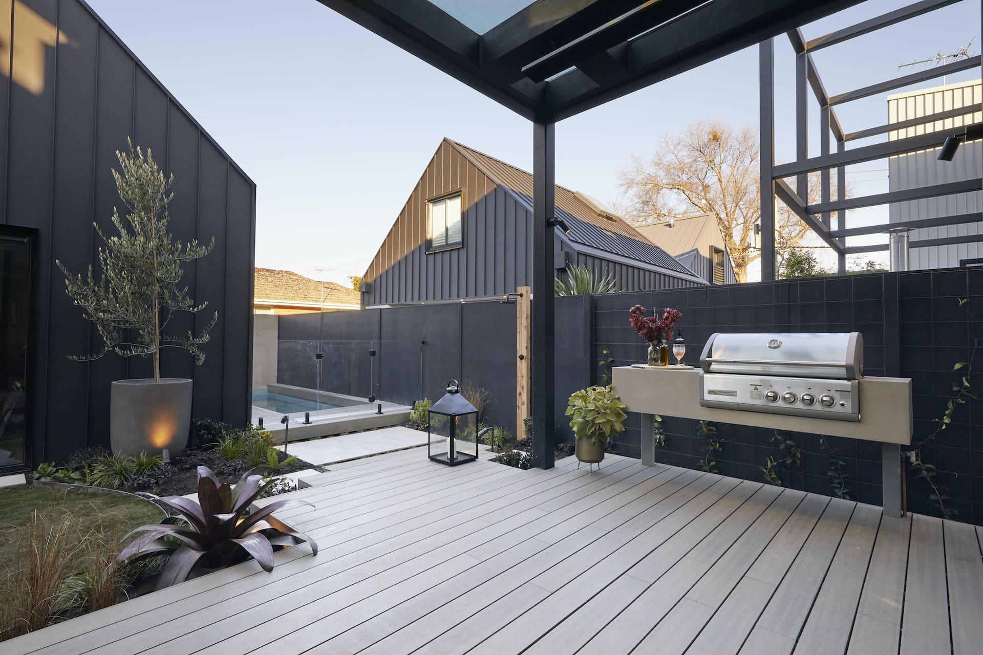 the block 2020 daniel and jade backyard
