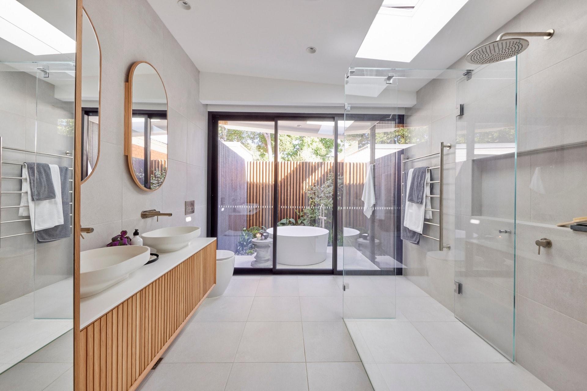 the block 2021 josh and luke master ensuite outdoor round bath