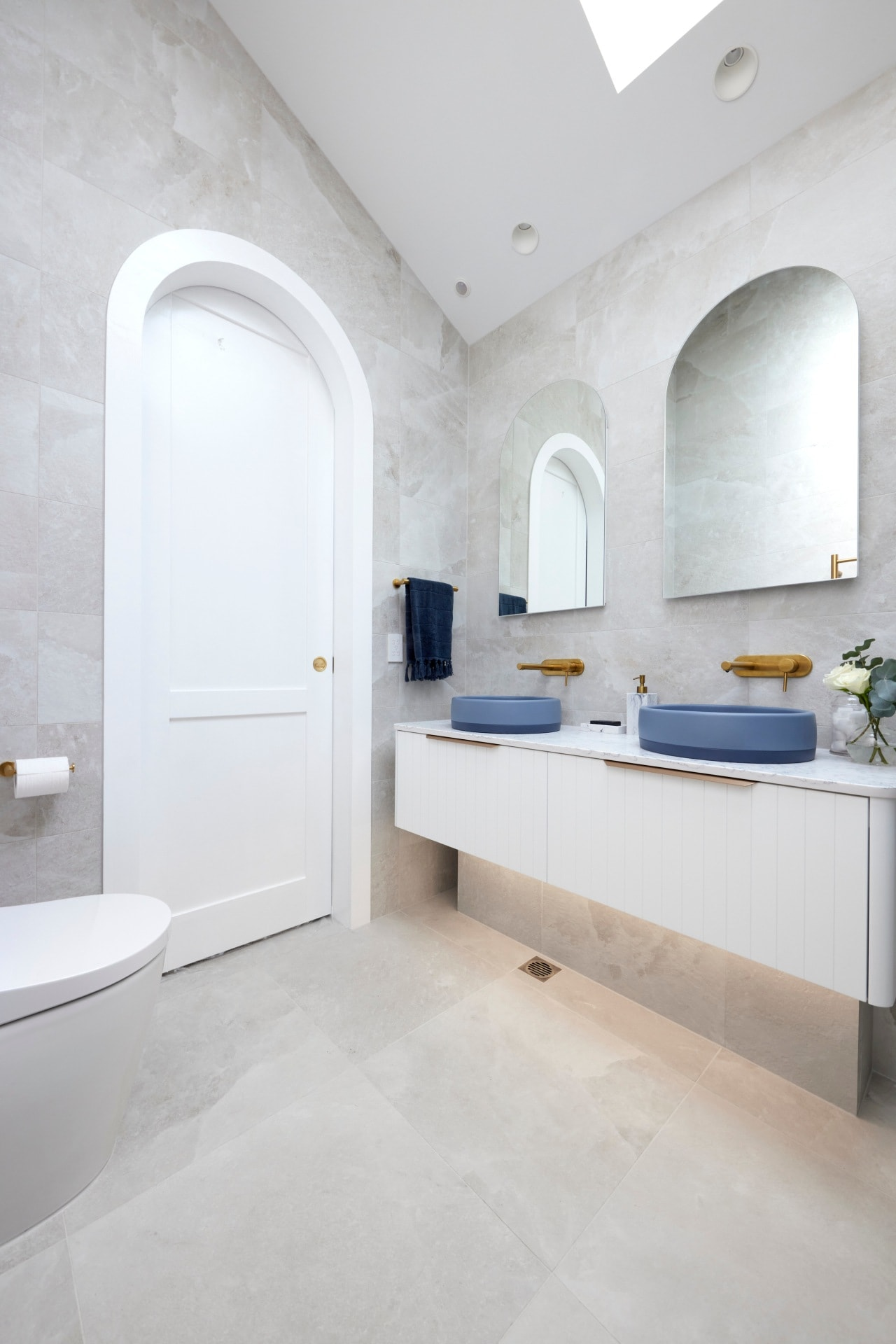 the block 2021 kirsty and jesse master ensuite with arched doorway and grey wall tiles