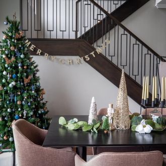 christmas decorating ideas for dining tables that match the tree